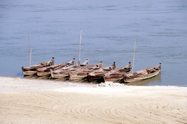 small fishing canoes along the Irriwaddy River