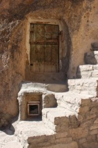 door in trogdolyte Kandovan