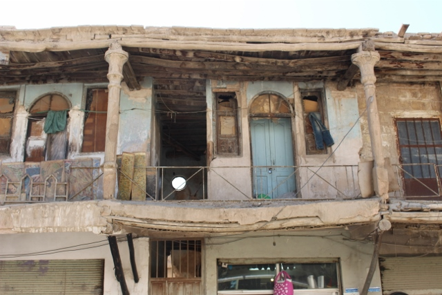 even in Esfahan, we manage to find some old derelict houses